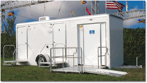 Bathroom Trailer Rentals With Wheelchair Ramp in Florida.